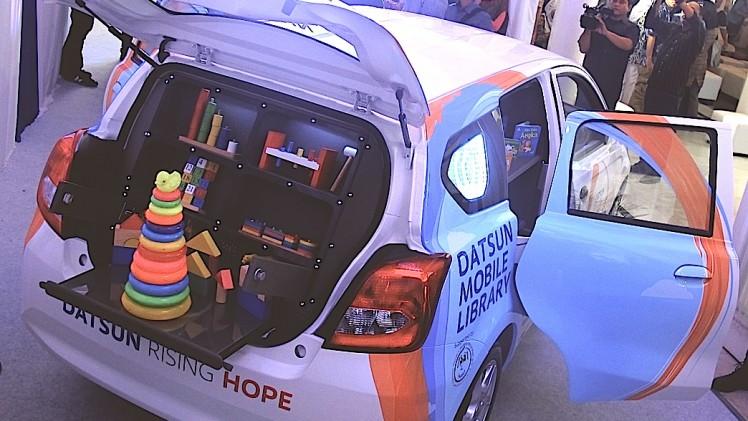 Bagasi belakang menjadi sarana kompartemen mobile library